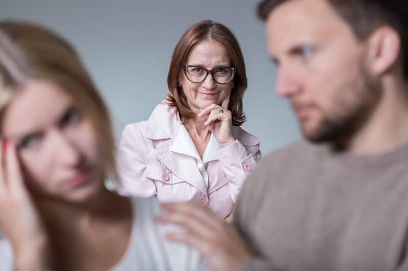 Eheprobleme wegen der Schwiegereltern adieu: Tipps für einen besseren Umgang miteinander